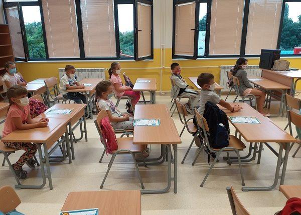 U PONEDELJAK POČINJE DRUGO POLUGOĐE: Đaci se vraćaju u školske klupe!