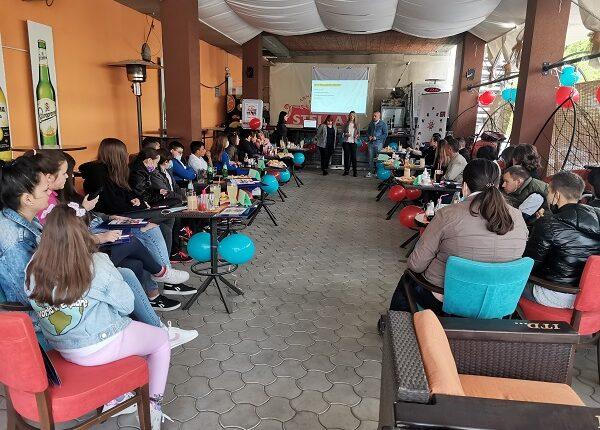 OKRUGLI STO U ĆIĆEVCU: Mladi traže pomoć i dijalog