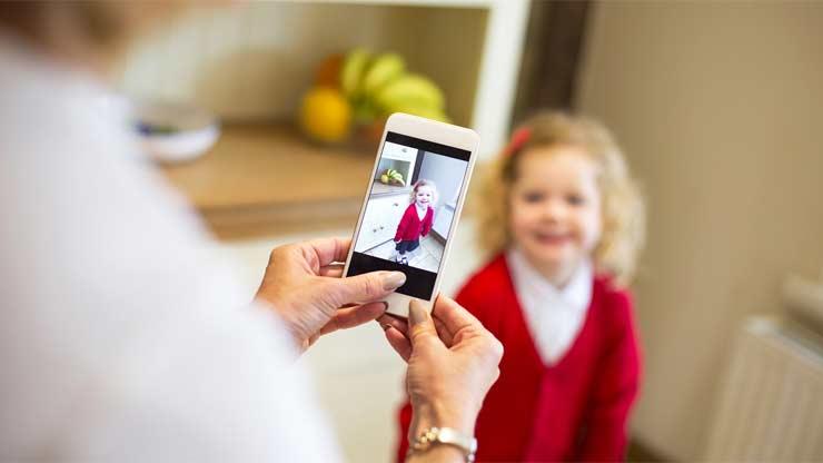 ŠERENTING: Roditelji i deca na Internetu